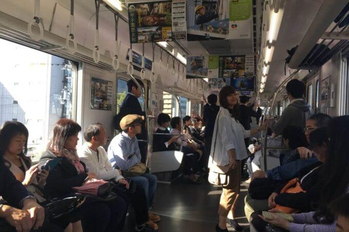阪神電車車内で撮影しました