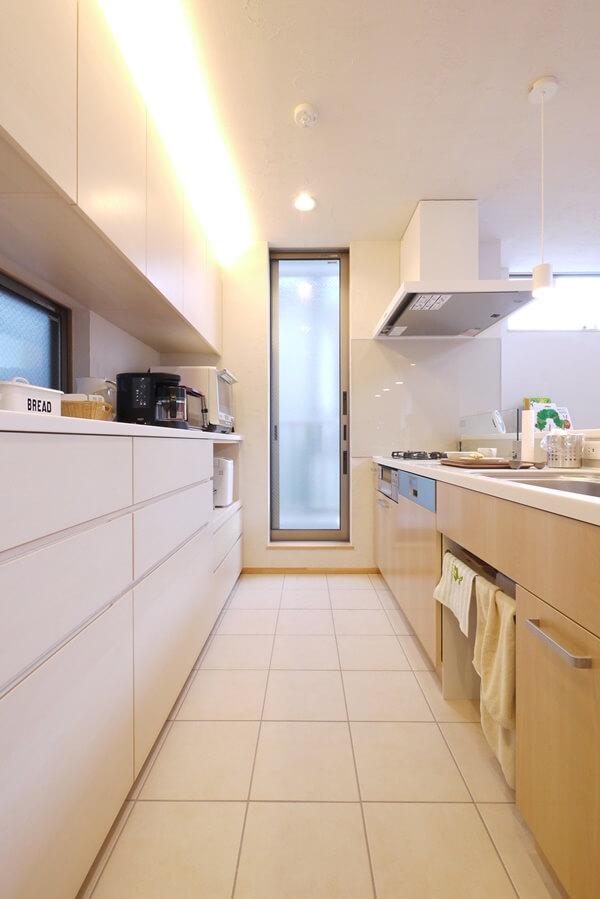 共働き夫婦のための収納力あるキッチン