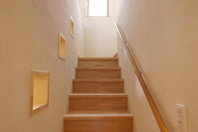 リビングから個室階に上がる階段