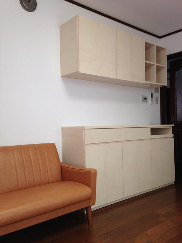 キッチン背面収納と同じ仕上げのリビング収納(2期)