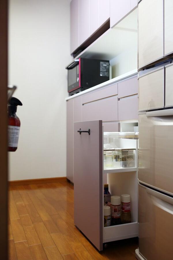 キッチンワゴンには調味料が全て置けます