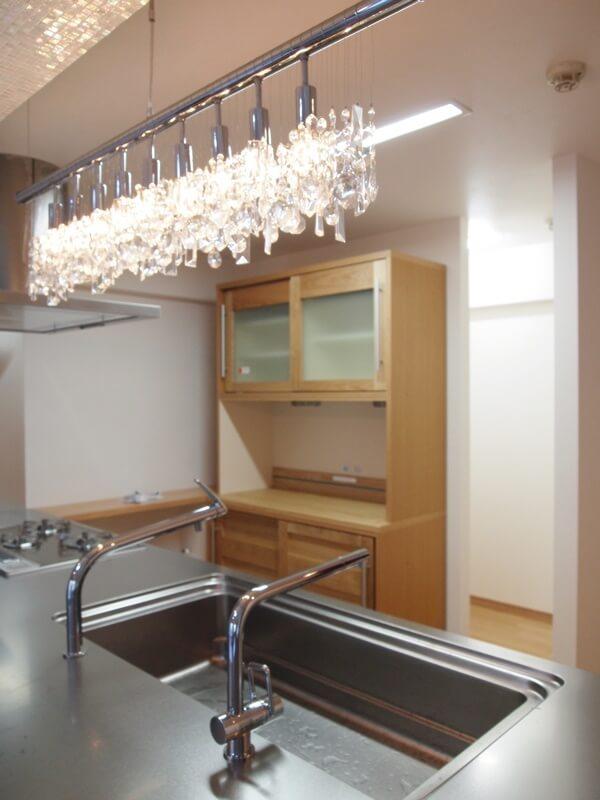 キッチンの奥にストック品を置けるので、キッチンはすっきり