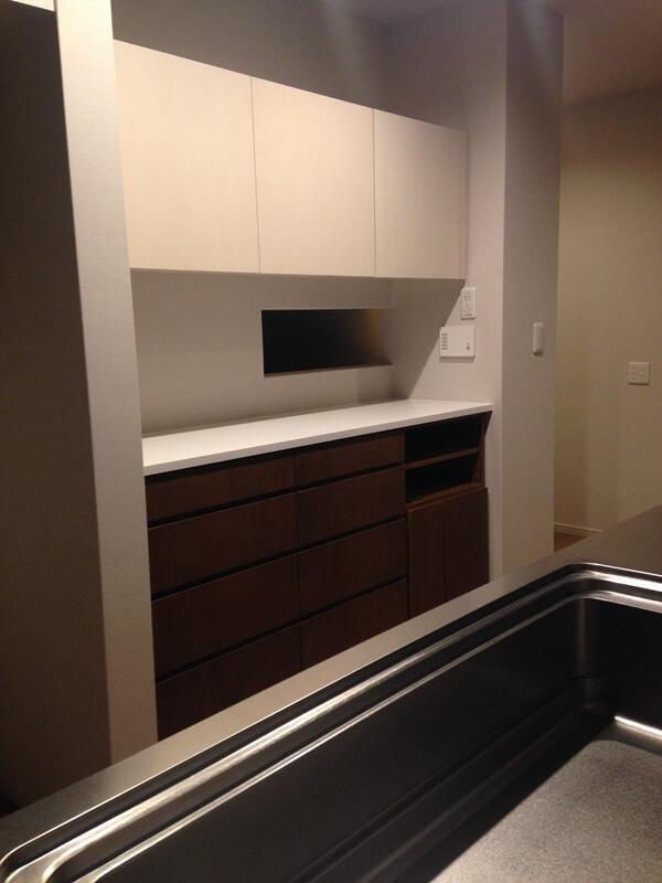 2カラーのキッチン背面収納
