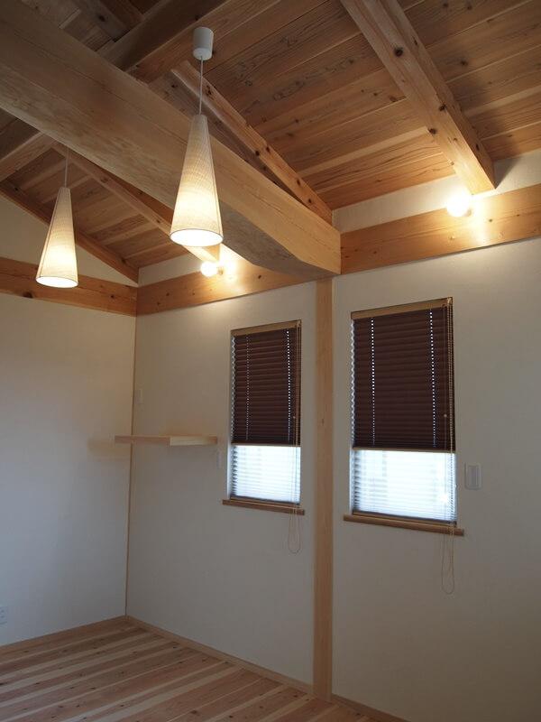 寝室なので遮光の生地を使用したプリーツスクリーン