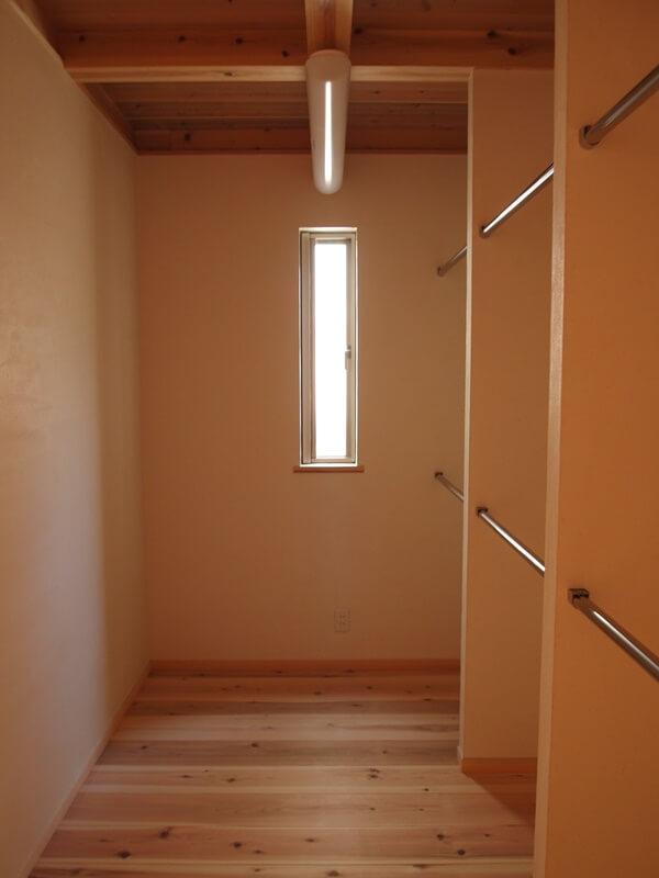 お手持ちの家具を収納できる奥行のWICL