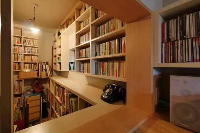 たくさんの本がリビングと分けておかれるのでリビングがすっきりします