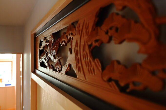 和室に面した廊下に移設した欄間