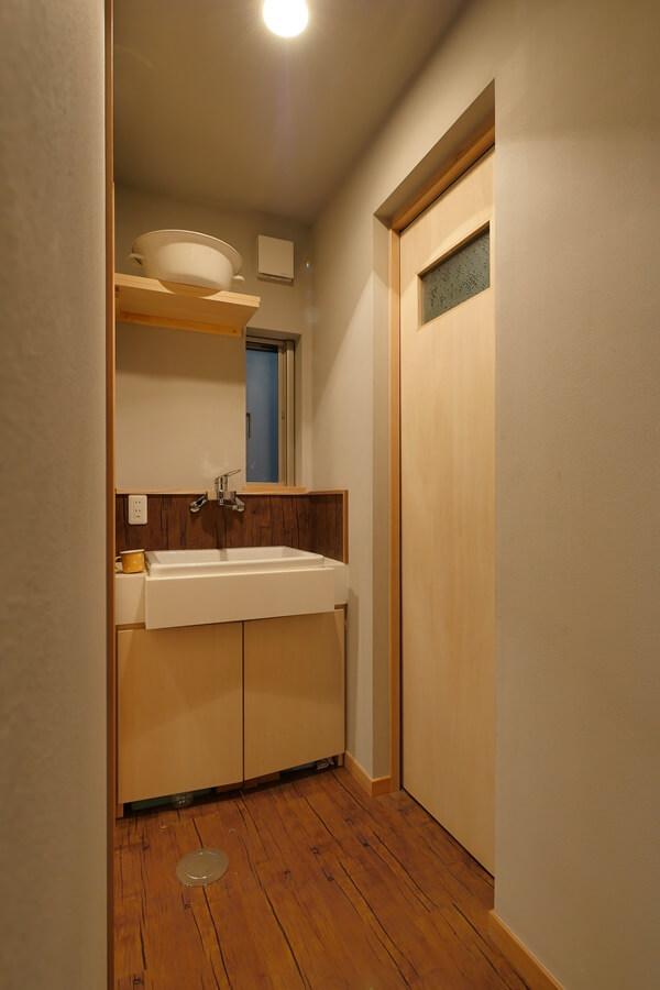 トイレと洗面所の間に設けた手洗い
