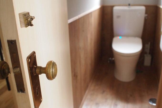 2階トイレのアンティークドアノブ