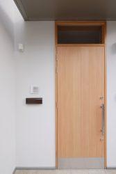 木製建具の玄関ドア
