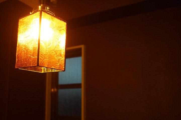 ステンドグラスのシンプルな照明