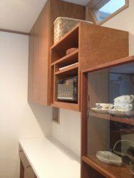 キッチン背面収納の吊戸OPEN部分にトースターやレシピ本を