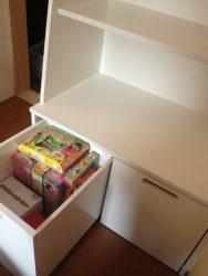 寝室の多目的収納の下部ボックスを取り出すと座卓になります