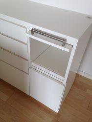 炊飯器用の収納スペースは扉で隠せます