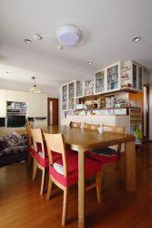 【BEFORE】3つの椅子が並んだテーブル配置
