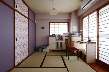 リビングの隣の和室をお気に入りの書斎にリフォームしています