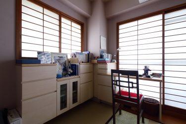 書棚とデスクを置いて趣味のための空間を作りました