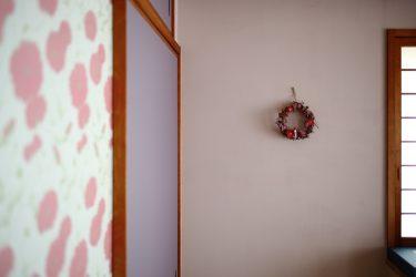 壁はHip漆喰の灰桜にセルフペイント