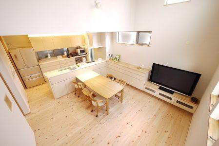 テーブルを広く使うための家具