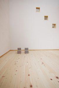 床は檜のフローリング、壁はシラス壁の心地よいリビング