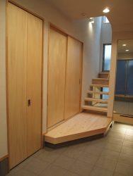 玄関土間の折戸の中にマルチシンクが設けられています。