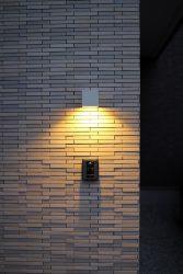タイル部分の照明とインターホン