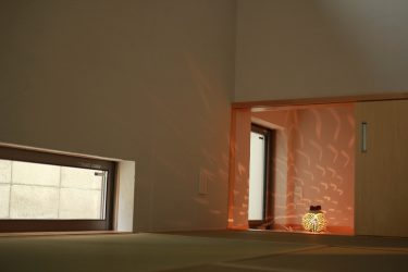 玄関土間横の和室