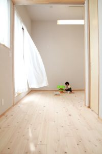 やさしい素材感の子ども部屋