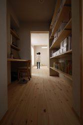 寝室、書斎、フリースペースとつながる子ども部屋
