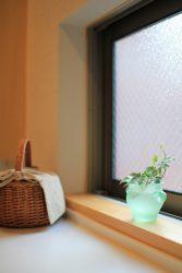 洗面所の衣類収納の上は窓で、風通しも良い