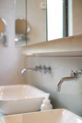 お掃除がしやすい壁付きの水栓