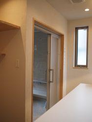 浴室は引戸なので、デッドスペースがありません