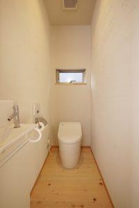 シラス壁なので臭いが残りにくいトイレ