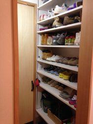 靴がたっぷりはいるシューズクロゼット