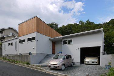 駐車スペースを多めに確保した平屋建のお住まいです