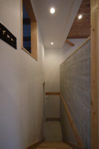 車庫からキッチンに直に入れる階段