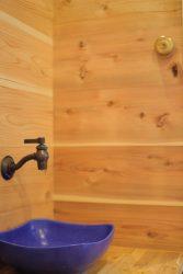 壁付のアンティーク風の水栓
