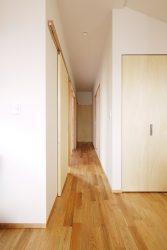 それぞれの部屋の入り口は引き戸になっています