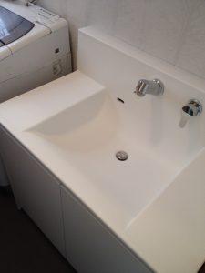 巾のあるすっきりした既製品の洗面台に入替