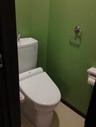 1階のトイレをグリーンの壁にセルフペイント(1期工事)