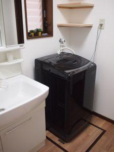 洗面所の洗濯機上に固定棚を設置(2期)