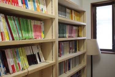 窓下スペースが心地よく快適な読書空間に(2期工事)