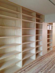 仕事用の本棚をたっぷり設けました