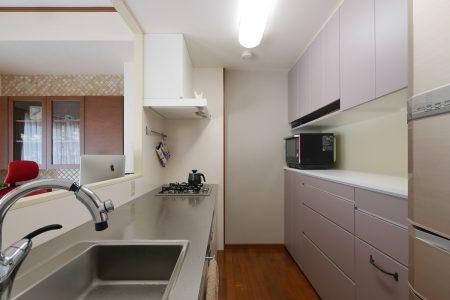 見た目はシンプルですが細かい寸法で機能的にデザインしたキッチンです