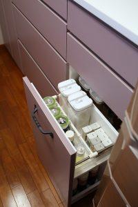 キッチン背面収納の調味料ワゴン