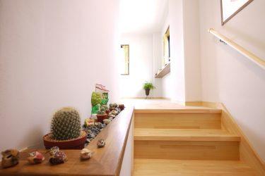 飾りのステージのある階段