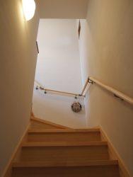 お子さんでものぼりやすい階段の勾配に
