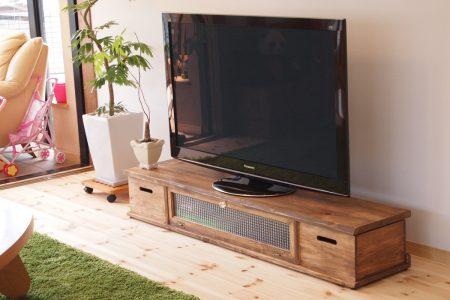 建具と同じ色のテレビ台