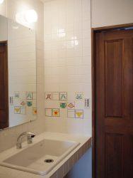 脱衣室と洗面所の間の扉を閉めた様子