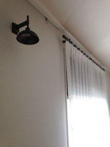 Atelier Key-menの照明とカーテン